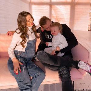 Подробнее: Дмитрий Тарасов поделился фото с новорожденной дочкой