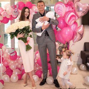 Подробнее: Дмитрий Тарасов показал снимок с новорожденной дочерью
