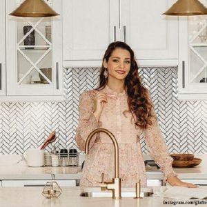 Подробнее: Глафира Тарханова переехала в новую квартиру