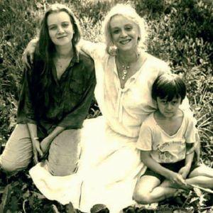 Подробнее: Анна Терехова собирает деньги на лечение легендарной матери–Маргариты Тереховой