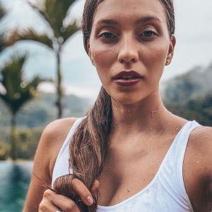 Подробнее: Регина Тодоренко занимается йогой в купальнике