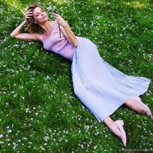 Подробнее: Любовь Толкалина показала поклонникам, какой красавицей была в 17 лет