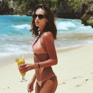 Подробнее: Кети Топурия в бикини залезла на пальму