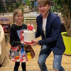 Подробнее:  Ягудин и Тотьмянина отпраздновали 10-летний юбилей дочери Лизы