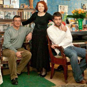 Подробнее: Иван Ургант с юмором поздравил  любимую бабушку  с юбилеем