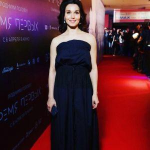 Подробнее:  Александра Урсуляк взяла на премьеру «Время первых» своих девочек
