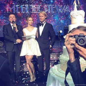 Подробнее: Светлана Устинова с Ильей Стюартом устроили пышную свадьбу в одном из павильонов «Мосфильма»