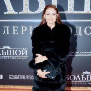 Подробнее: Ляйсан Утяшева пришла на премьеру фильма в сногсшибательном декольте до пупка