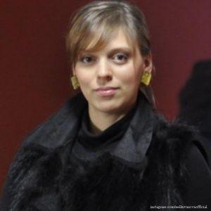 Подробнее: Нелли Уварова уверенно села на шпагат