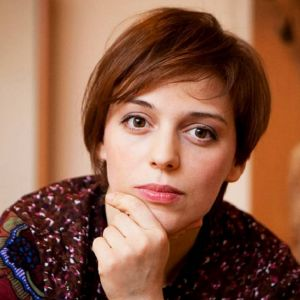 Подробнее: Нелли Уварова сделала прическу под мальчика