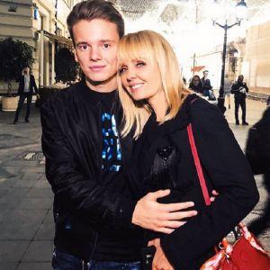 Фото сына певицы Валерии с девушкой. Подробнее: Сын Валерии поделился пикантным фото со своей девушкой