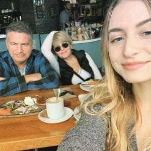 Подробнее: 20-летняя дочь Варум и Агутина  подрабатывает  официанткой в США