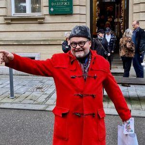 Подробнее: Александр Васильев показал квартиры в Париже и Анталье