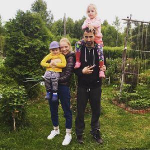 Подробнее: Екатерина Вилкова с Ильей Любимовым отдыхают с подросшими детьми в родных краях