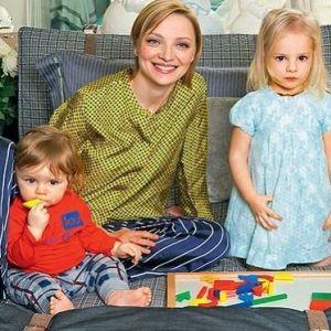 Подробнее: Екатерина Вилкова предпочла обычный детский сад