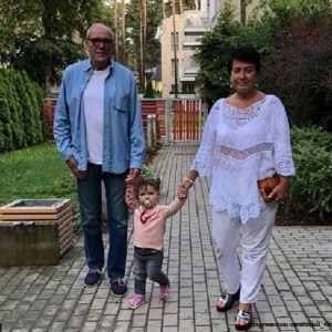 Подробнее: Эммануил Виторган с женой берут  полуторогодовалую дочь на шопинг