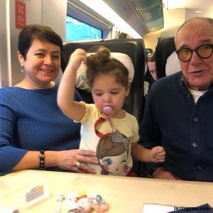 Подробнее: Эммануил Виторган впервые вышел в свет с четырехмесячной дочерью