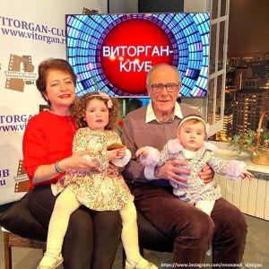 Подробнее: Эммануил Виторган показал, как плескаются его жена с детьми