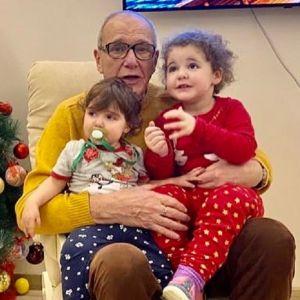 Подробнее: Двухлетняя дочка Эммануила Виторгана отбирает игрушки у мальчиков в садике (видео)