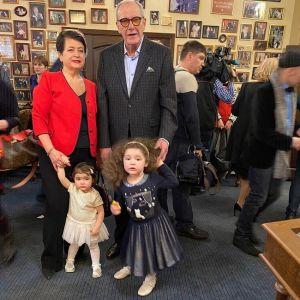 Подробнее: Эммануил Виторган вышел в свет со своими дочками
