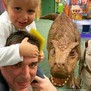 Подробнее: Максим Виторган научил стрелять из лука четырехлетнего сына