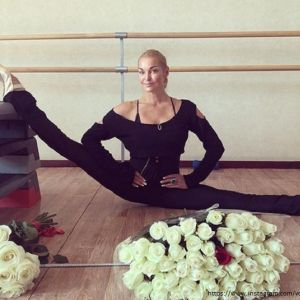 Подробнее: Анастасия Волочкова со своим знаменитым шпагатом попала в книгу рекордов