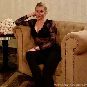 Подробнее: Анастасия Волочкова продемонстрировала свое свадебное платье