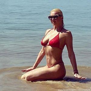 Фото Анастасии Волчковой в бикини. Подробнее: У Анастасии Волочковой выпала грудь из купальника