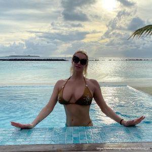 Подробнее: Анастасия Волочкова показала свои бикини
