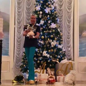 Подробнее: Анастасия Волочкова показала шпагат в костюме Снегурочки
