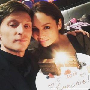 Подробнее: Павел Воля в годовщину свадьбы снял номер в отеле с Ляйсан Утяшевой (видео)