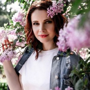 Подробнее: Екатерина Вуличенко провела с мужем ночь на кладбище