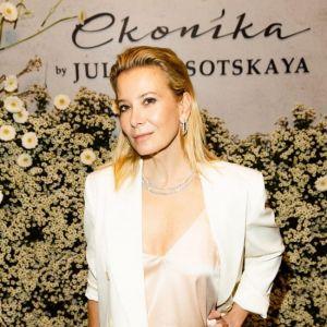 Подробнее: Юлия Высоцкая презентовала свою коллекцию обуви при поддержке мужа и 17-летнего сына