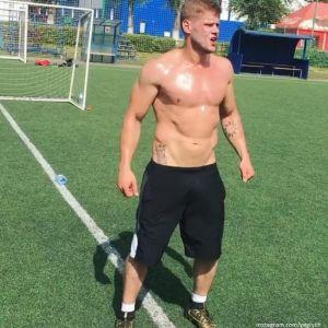 Подробнее: Владимир Яглыч сфотографировался в бане голым
