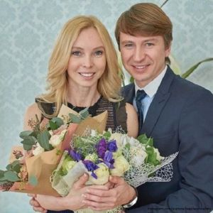 Подробнее: Алексей Ягудин с Татьяной Тотьмяниной  празднуют ситцевую свадьбу