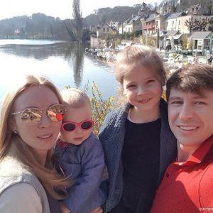 Подробнее: Алексей Ягудин и Татьяна Тотьмянина увезли детей на гастроли (видео)