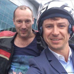 Подробнее: Алексей Ягудин воспользовался мотоциклом, чтобы успеть на самолет