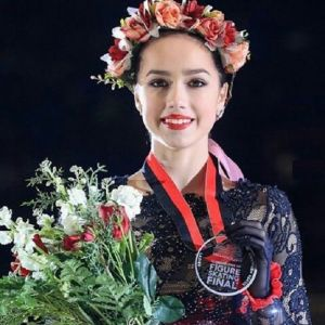 Подробнее: Алина Загитова  проиграла упавшей Рике Кихире в финале Гран-при