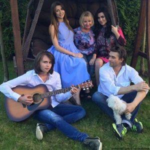Подробнее: Семья актрисы Анастасии Заворотнюк впервые высказалась о состоянии ее здоровья