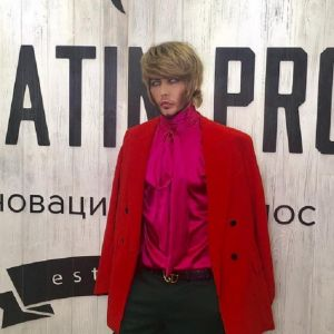 Подробнее: Сергея Зверева поклонники преследуют даже в туалете