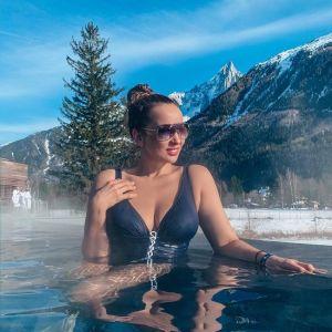Подробнее: Анфиса Чехова сфотографировалась в купальнике в заснеженных горах