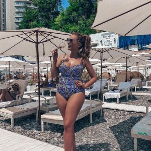 Подробнее: Анфиса Чехова показала коллекцию своих купальников