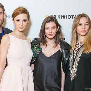 Подробнее:  Чиповская, Чаруша, Устинова на  премьере представили фильм «Блокбастер»