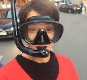 Подробнее: Чулпан Хаматова прогулялась в маске и ластах по улицам города